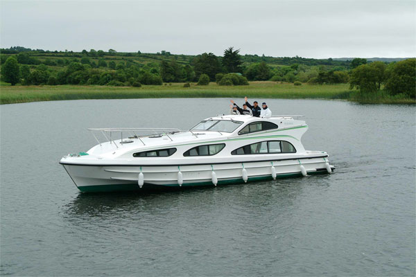 Cruisers for hire on the Shannon River - Elegance