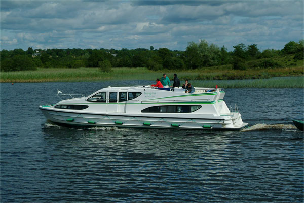 Cruisers for hire on the Shannon River - Magnifique
