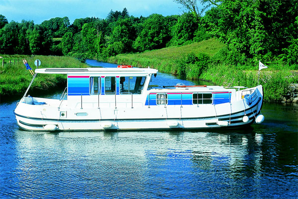 Cruisers for hire on the Shannon River - P1120 R Aft Deck