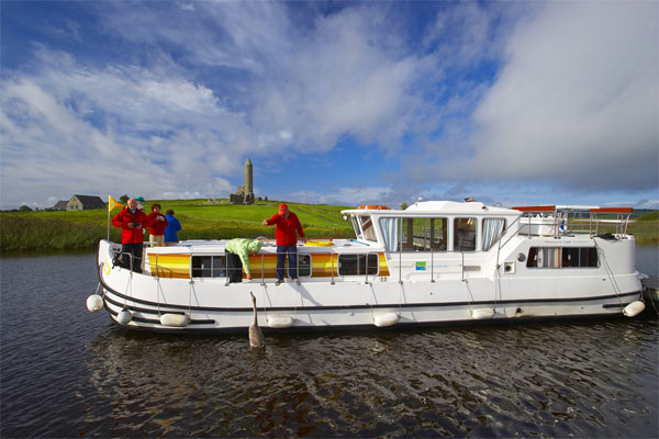 Cruisers for hire on the Shannon River - P1400 Flying Bridge