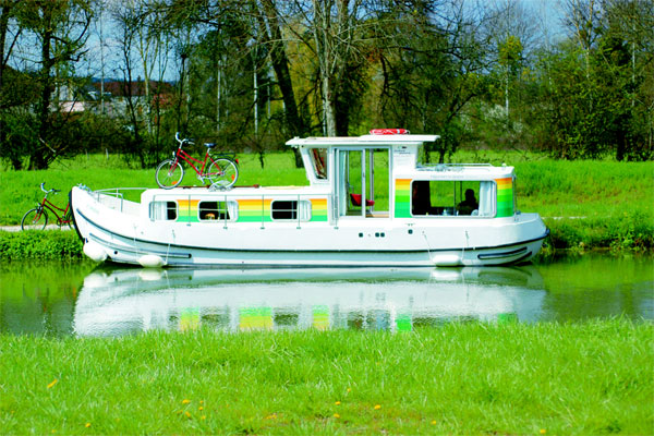 Cruisers for hire on the Shannon River - P935W Classic