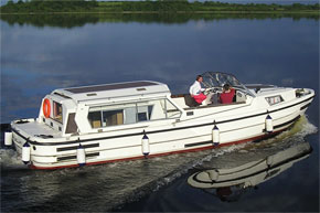 Cruisers for hire on the Shannon River - Lough Ree 1135