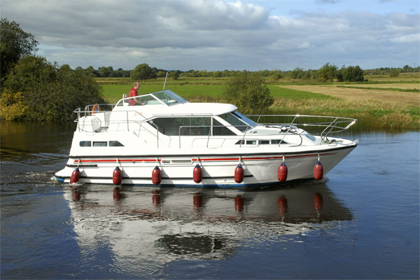 Cruisers for hire on the Shannon River - Silver Crest