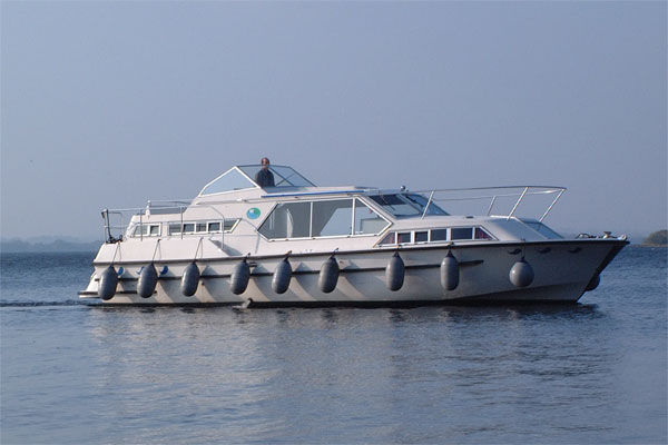 Cruisers for hire on the Shannon River - Wave Queen