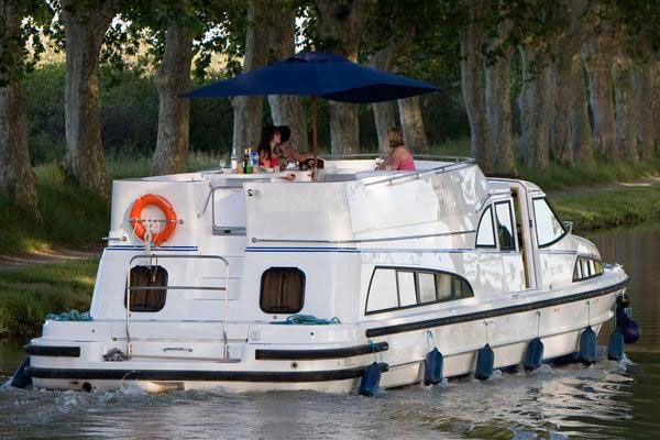 Cruisers for hire on the Shannon River - Clipper