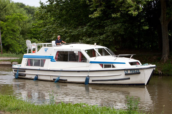 Cruisers for hire on the Shannon River - Corvette A