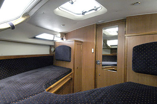 Sleeping Cabin on the Inver Prince 2+2 berth hire boat