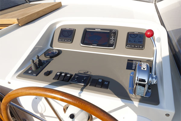 Outside Steering Helm on the Linssen 35.0AC Hire Boat.