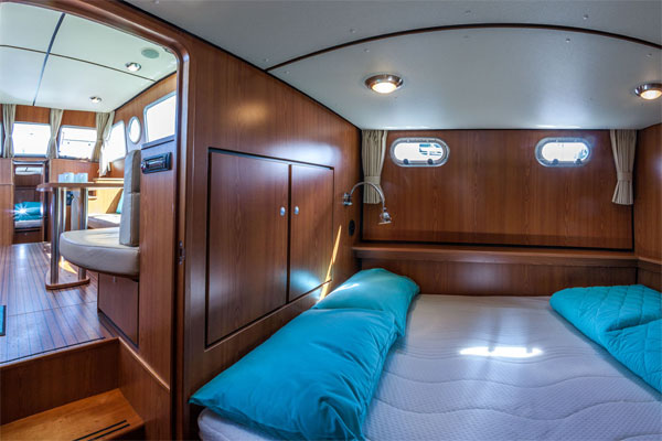 The aft cabin on the Linssen Grand Sturdy Hire Boat.