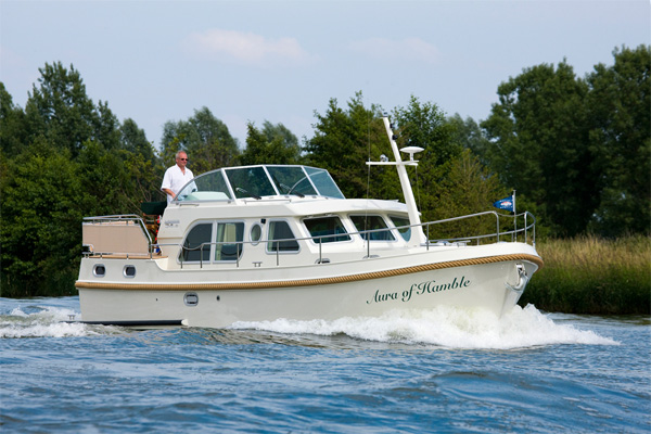 Shannon River Boats for Hire in Ireland - Linssen Grand Sturdy