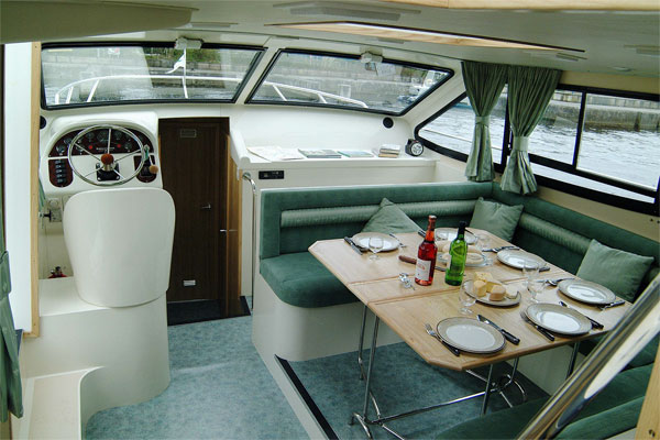 Helm and Saloon of the Magnifique 8+2 berth Shannon River Cruiser