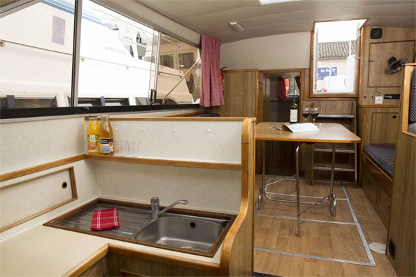 The Saloon on the Lake Star hire boat