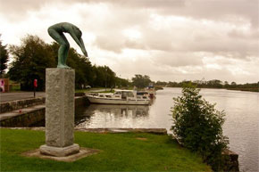 Statue at Drumsna Harbour
