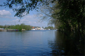 Shannon River Boat Hire Travel Guide - Roosky