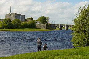 Shannon River Boat Hire Travel Guide - Shannonbridge